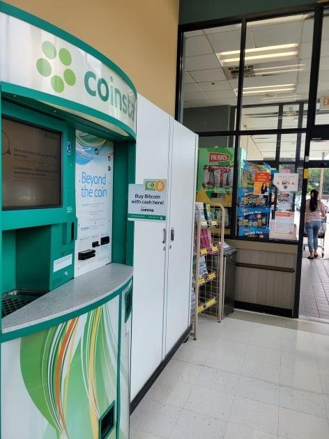 미국 뉴저지주의 한 대형 쇼핑몰에 비트코인을 구입할 수 있는 기계가 설치돼 있다. 뉴저지=조재길 특파원