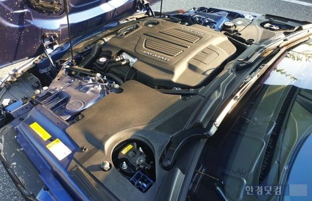 재규어 F타입 R 컨버터블의 5000cc V8 엔진. 사진=오세성 한경닷컴 기자