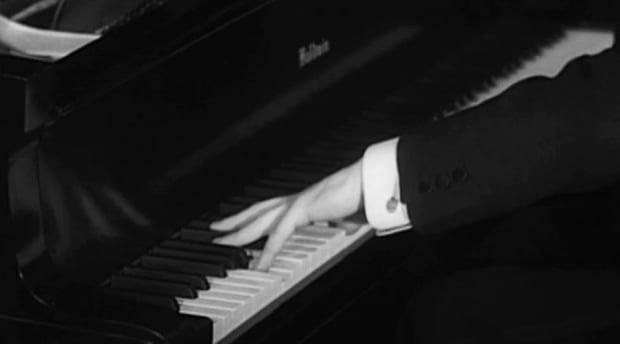 피아니스트 파울 비트겐슈타인(Paul Wittgenstein)이 모리스 라벨(Maurice Joseph Ravel)의 '왼손을 위한 피아노 협주곡'을 연주하는 모습. 사진 출처=영국 BBC 홈페이지