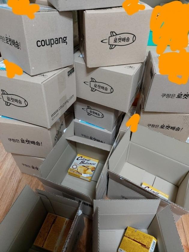 주문한 24개의 동일 제품이 각각 24개의 상자에 담겨 배달됐다며 불만을 표한 리뷰 /사진=쿠팡 상품 리뷰 페이지
