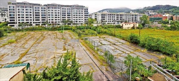 부영주택이 소유한 서울 용산구 한남동 '한남근린공원' 부지. 나인원한남과 붙어 있다. /신경훈 기자