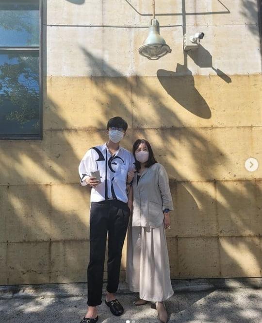 """임영웅, 어머니와 함께 오붓한 데이트 """"♥"""" [TEN★]"""