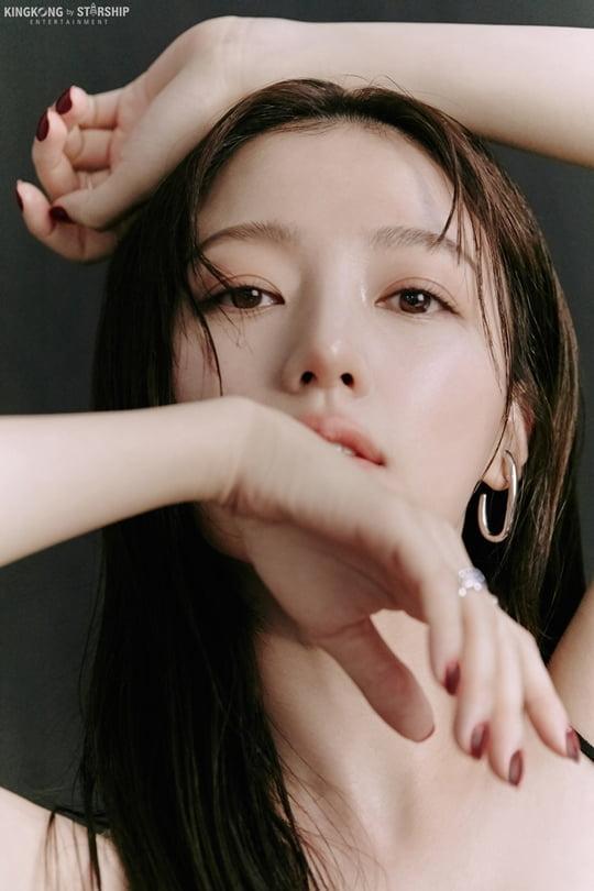 송하윤, 요정 비주얼→시크한 눈빛…블랙 앤 화이트 뉴 프로필 공개