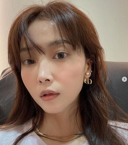 '싱글맘' 오윤아, 앞머리 내리고 역대급 동안 미모…리즈 갱신ing [TEN★]