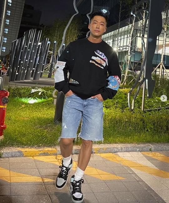 남궁민, 근육질 몸매로 완성한 티셔츠 핏…설렘유발 남친짤 [TEN★]