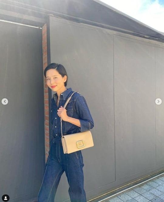'싱글맘' 김나영, 청청 패션도 완벽 소화…막 찍어도 화보네 [TEN★]