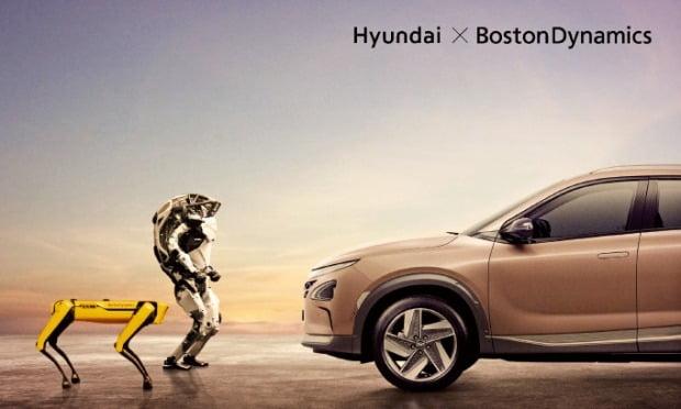 왼쪽부터 보스턴다이내믹스의 4족 보행 로봇 '스팟'과 2족 직립 보행 로봇 '아틀라스', 현대자동차의 수소전기차 넥쏘.  현대차 제공