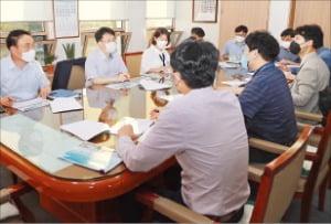 경상남도와 한국재료연구원은 지난 15일 간담회를 열고 도내 기업의 지속적 성장을 지원하기 위한 신사업 연구 과제를 논의했다. /경상남도 제공
