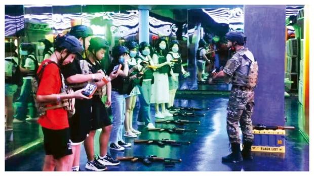 스마일게이트가 인기 게임 '크로스파이어'를 활용해 중국에 테마파크를 열었다.