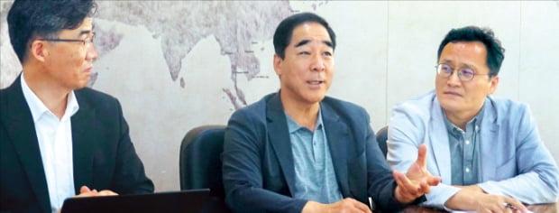 왼쪽부터 박원근 SNR 대표, 김진권 지평 변호사, 김춘석 한국리서치 총괄본부장.