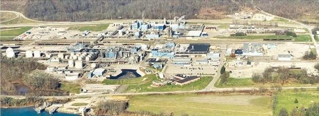 DL케미칼은 28일 미국 석유화학기업 크레이튼을 2조원에 인수한다고 발표했다. 미국 오하이오주에 있는 크레이튼 공장. /DL그룹 제공