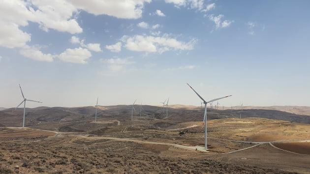 (사진) DL에너지가 준공한 요르단의 타필라 풍력 발전소. /DL(주) 제공