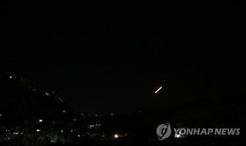 """""""시리아, 다마스쿠스 상공서 이스라엘 미사일 21발 격추""""(종합)"""