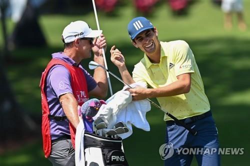 PGA 투어챔피언십 '나홀로' 니만, 1시간 53분 만에 18홀 주파