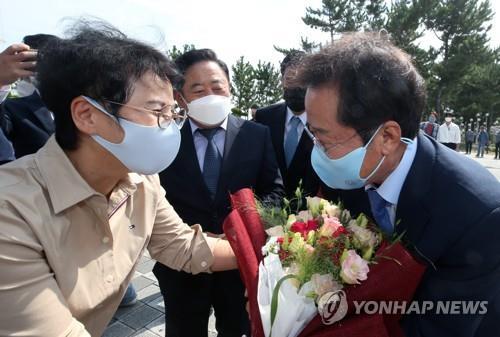 """홍준표 """"문재인 정권의 대북정책은 종북에 불과…핵 위기 올 것""""(종합)"""