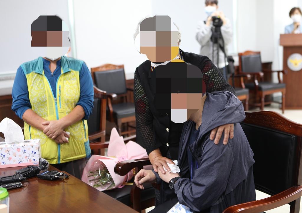 34년 전 헤어진 모자 경찰 도움으로 극적 상봉