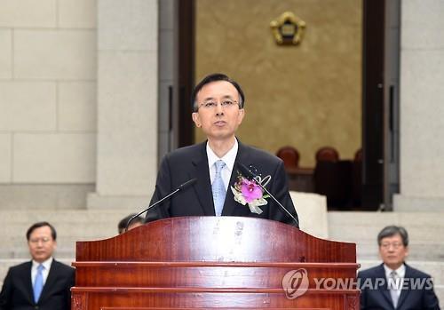 """이기택 대법관 퇴임…""""즐거운 항해에 닻을 내린다"""""""