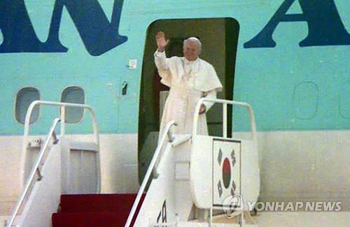 1989년 교황에게 선물한 것과 같은 도자기 당진 솔뫼성지에 봉헌