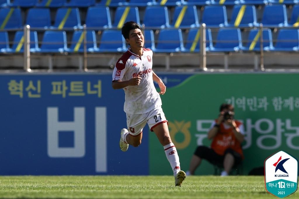 '김용환 결승골' K리그2 김천, 경남에 3-2 재역전승…선두 유지(종합)