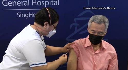 백신접종 82% 완료 싱가포르, 신규확진 또 1천명 넘어