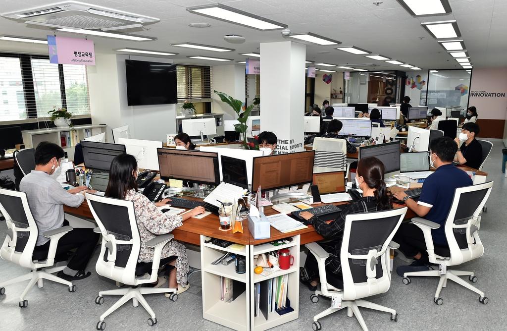 팀장 팀원 구분없는 책상…부산교육청 사무공간 리모델링