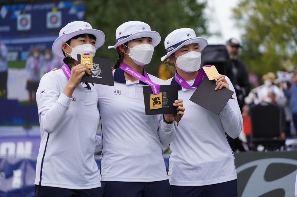 """'연속 메이저 3관왕' 눈앞에 둔 안산 """"언니들 덕에 단체전 우승"""""""