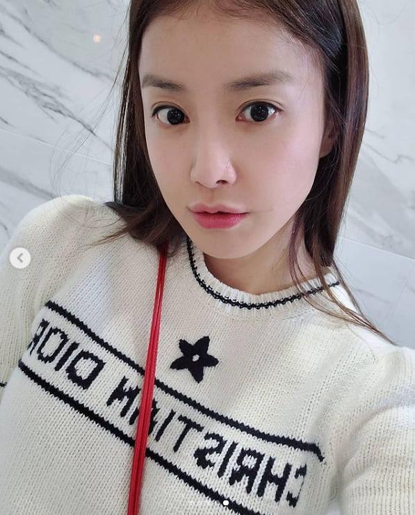 이시영, C사 명품브랜드 입고 화려한 외출...사랑스러운 눈맞춤[TEN★]