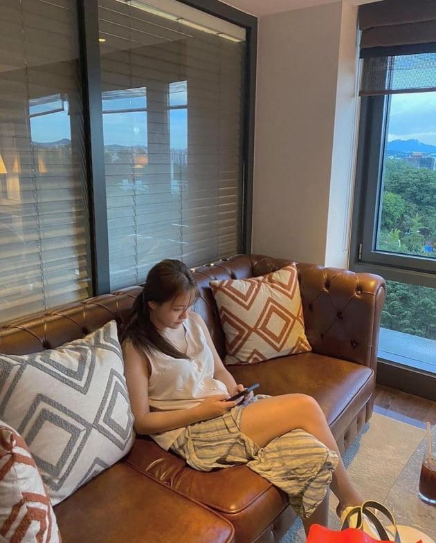 레드벨벳 예리, 5성급호텔 야외수영장에서 힐링…올 여름 알차게 쉬었네 [TEN★]