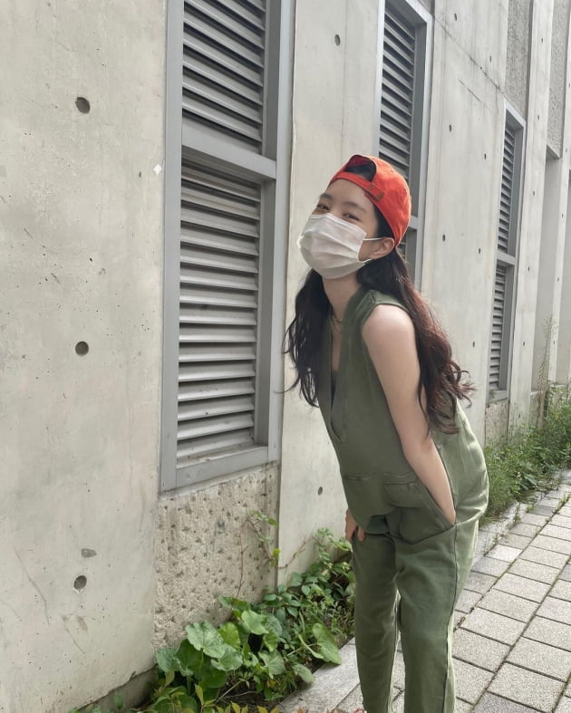 손나은, 세상에서 제일 세련된 신호등 스타일 '청순+러블리' [TEN★]