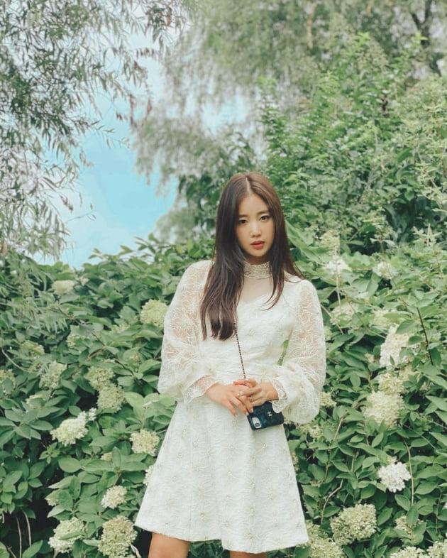 '12살연상 교포♥' 기은세, 명품C사 180만원 폰케이스백으로 '소녀미 완성' [TEN★]