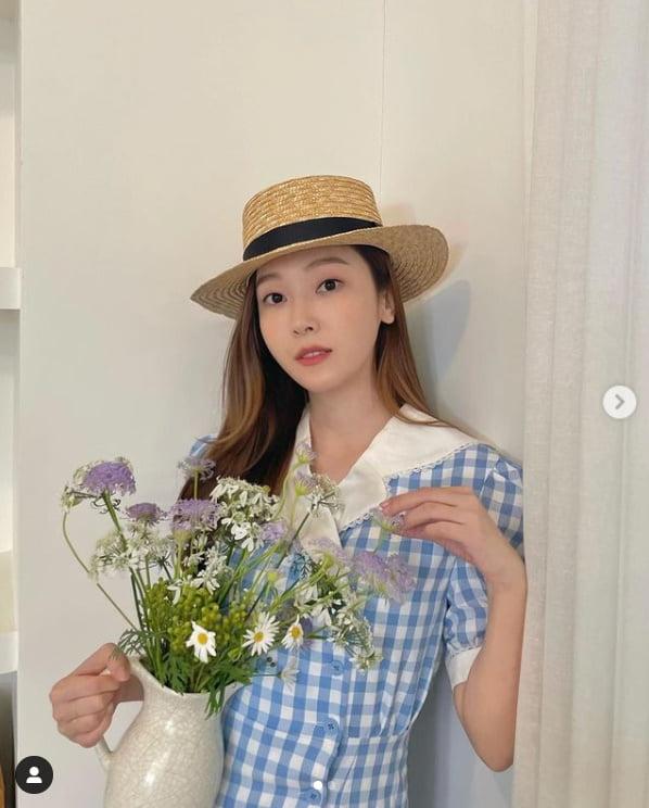 '타일러권♥' 제시카, 밀집모자 하나로 변신...10대 같은 청순함[TEN★]