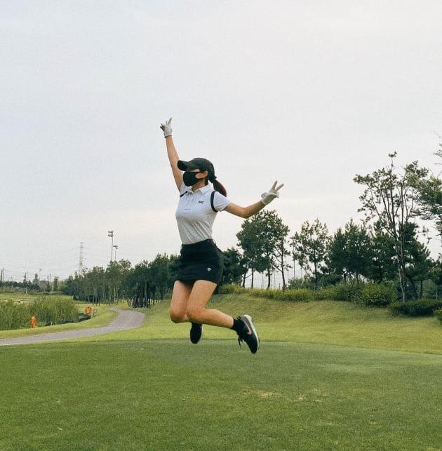 '박성광♥' 이솔이, 10년 다닌 회사 퇴사하고 얼마나 신나면 골프장에서 점프 [TEN★]