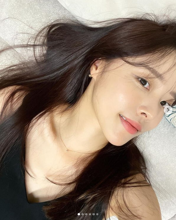 '박성광♥' 이솔이, 짙은 흑발 속 빛나는 미모...아름다운 미소[TEN★]