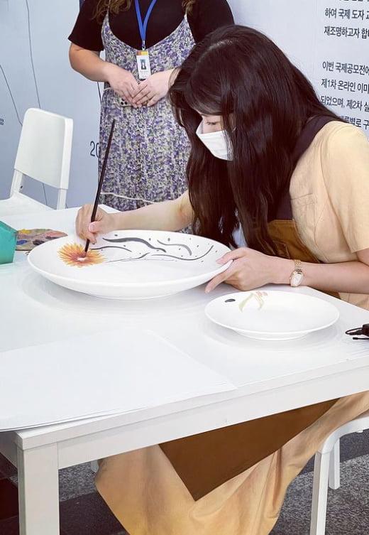 이선빈, '♥' 이광수 선물?…도자공예에 진심인 편 [TEN★]