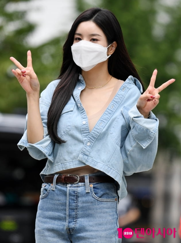 [TEN 포토] 권은비 '귀엽게 브이'