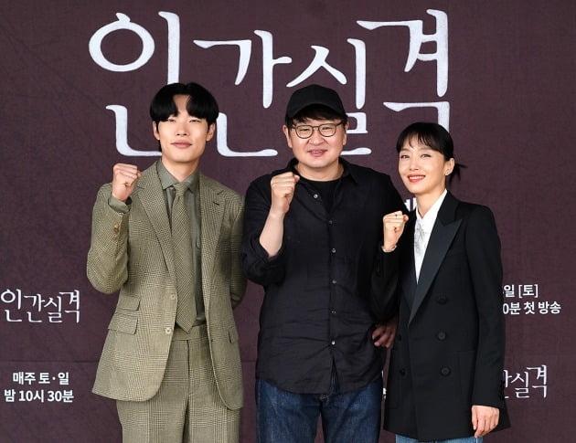 '인간실격' 류준열, 허진호 감독, 전도연./사진제공=JTBC
