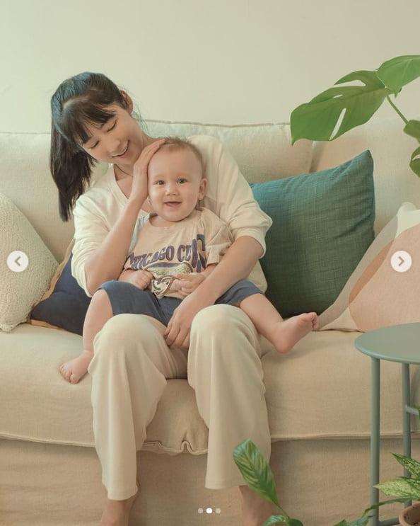 '자발적 비혼모' 사유리, 얘기 책 출간?...젠과 에세이 표지촬영[TEN★]
