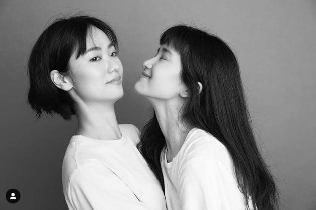 김태리-전여빈, 흑백에서도 빛난다...환상의 투 샷[TEN★]