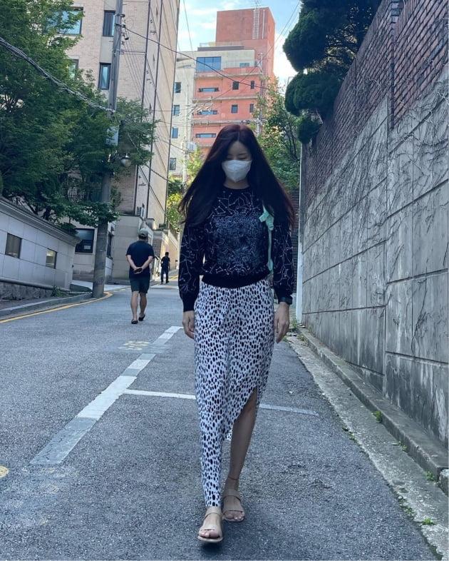 """'한재석♥' 박솔미, 명품D사룩으로 평범한 """"등완"""" 로드를 '동물의 왕국'으로 [TEN★]"""