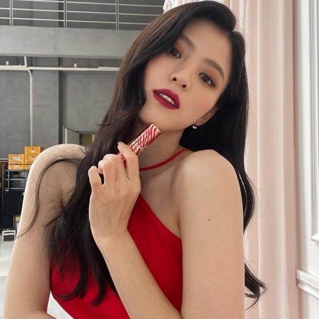 한소희, 레드 홀터넥 드레스+버건디립…가을 맞이 레게 콘셉트 '설레게' [TEN★]