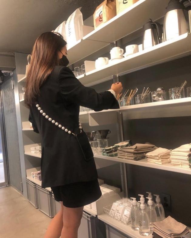 '이필모♥' 서수연, 용산 핫플 찾은 '청담 CEO'…진주를 목이 아니라 몸에 둘렀네 [TEN★]