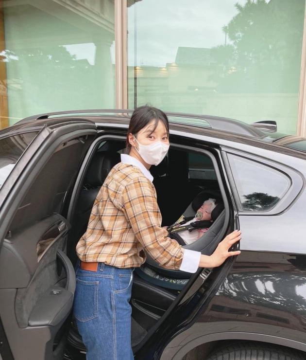 """'검사♥' 한지혜, 협찬 받은 105만원 카시트에 딸 태우고 """"소아과 가요"""" [TEN★]"""