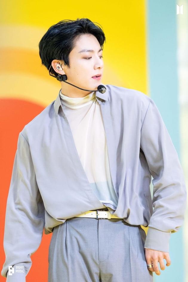 방탄소년단 정국, 솔로 2곡, '7주 연속' 美빌보드 차트 '톱10' 동시 랭크