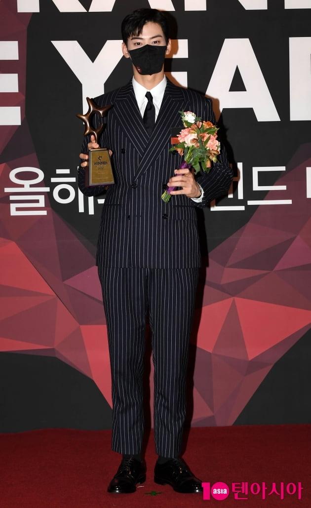 [TEN 포토] 차은우 '올해의 브랜드 대상 연기돌 수상'