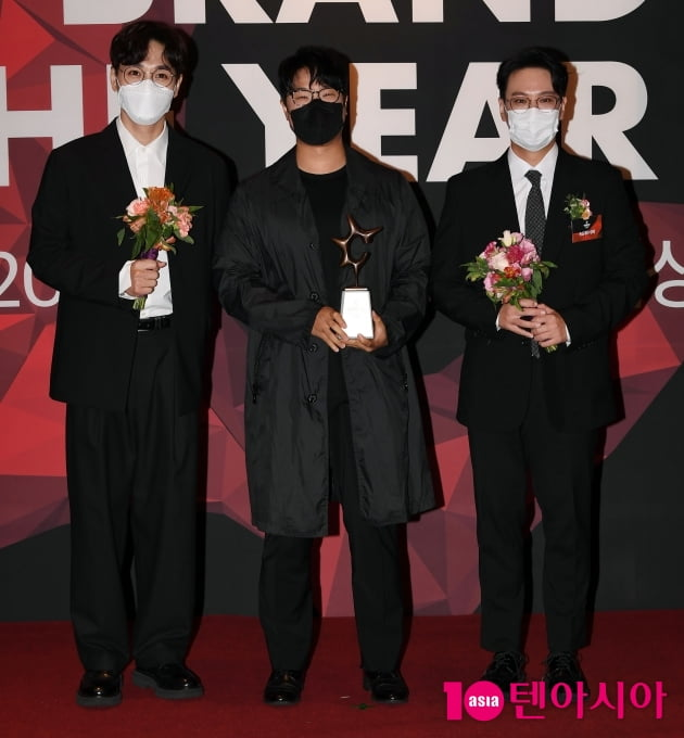 [TEN 포토] SG워너비 '올해의 브랜드 대상 보컬그룹 수상'