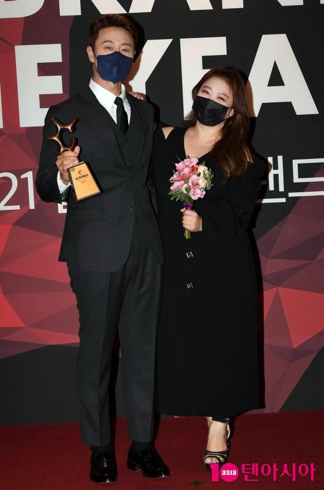 [TEN 포토] 김원효-심진화 부부 '올해의 브랜드 대상 베스트 커플상'