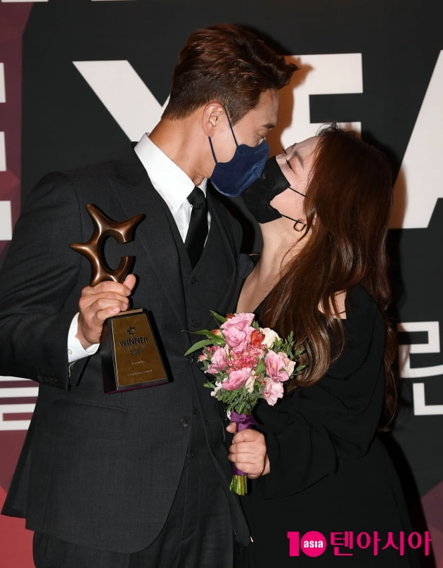 [TEN 포토] 김원효-심진화 '사랑이 넘치는 부부'(올해의 브랜드 대상)