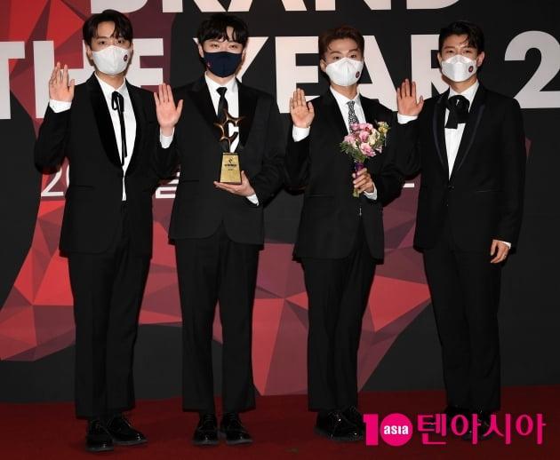 [TEN 포토] 포레스텔라 '올해의 브랜드 대상 크로스오버그룹 수상'