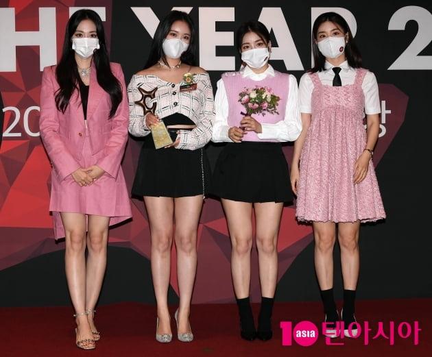 [TEN 포토] 브레이브걸스 '올해의 브랜드 대상 여자아이돌, 핫아이콘 수상'
