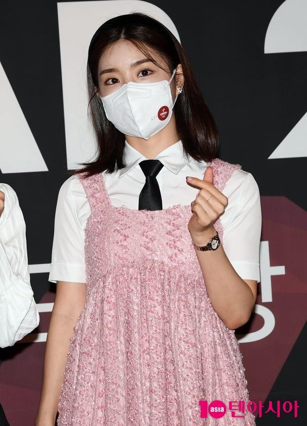 [TEN 포토] 브레이브걸스 유나 '막내의 깜찍이 하트'(올해의 브랜드 대상)